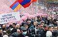 Демонстранты в Ереване пришли к даче, где живет премьер Пашинян