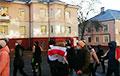 «Милиция с уродом»: минчане маршируют по проезжей части