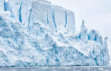 Відэафакт: Ад Антарктыды адкалоўся айсберг памерам з мегаполіс