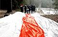 Жители Каменной Горки вышли на вечерний марш