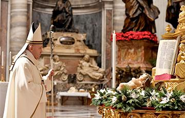 Папа Франциск отслужил «пандемическую» рождественскую мессу