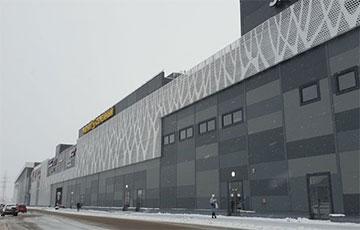 В России снаряд с военного полигона прилетел в торговый центр