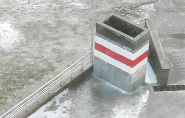Бесстрашные жители Грушевки отстояли свой флаг и будут встречать под ним Новый год
