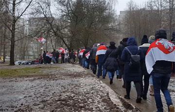 «Выпускай!»: Советский район Минска вышел на марш