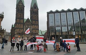 Как белорусская диаспора поддержала воскресные марши
