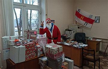 Белорусы Санкт-Петербурга собрали подарки для детей бастующих рабочих «Гродно Азот»