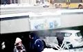 Видеофакт: Внедорожник попал в подземный переход у минской Комаровки