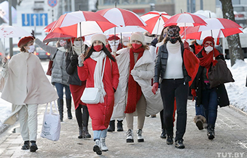 Girls With White-Red-White Umbrellas Marching In Minsk