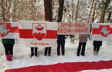 Жители Логойска сегодня провели акцию солидарности
