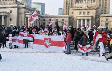 Белорусы всего мира провели сегодня акцию #StopTerrorInBelarus
