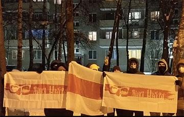 Минчане с улицы Янки Мавра вышли на акцию в поддержку шахтеров Солигорска