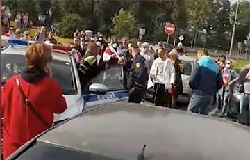 СК адмовіўся распачынаць справу на міліцыянта, які ў Жодзіне ўдарыў жанчыну ў твар
