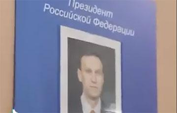 В школах РФ снимают портреты Путина после знаменитого расследования