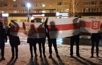 Гродненская Девятовка вышла на вечерний марш