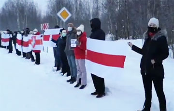 «Таракан идет на дно!»: Полигон-Колодищи марширует с революционными речевками