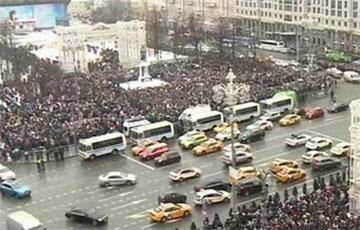 В Москве и Петербурге десятки тысяч тысячи человек вышли на митинг в поддержку Навального: прямая трансляция