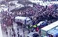 Відэафакт: На мітынгу за Навальнага ў Санкт-Пецярбургу дэманстранты прарвалі ачапленне