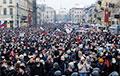 Дзясяткі тысяч расейцаў выйшлі на акцыі ў падтрымку Навальнага па ўсёй краіне: яркія фота