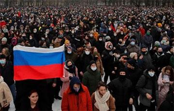 У Маскве дэманстранты дайшлі да «Матроскай цішыні», дзе сядзіць Навальны