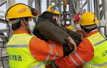 В Китае спасли 11 шахтеров, которые две недели пробыли под завалами