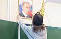 Молодежь смеется и снимает со стен портреты Путина