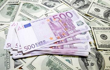 Крупный бизнес эвакуирует валюту из России0