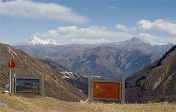 Индийские и китайские солдаты вступили в бой в Гималаях