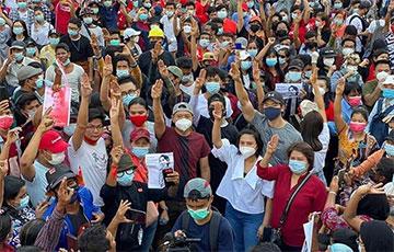 «Нам нужна демократия»: как молодежь Мьянмы сражается с хунтой за свободу