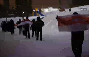 Герои Сеницы вышли на дворовый марш
