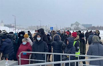 «Это наша страна!»: Казань вышла на митинг против произвола российских властей