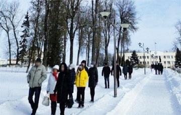 В Дзержинске протестующие гуляли недалеко от горисполкома