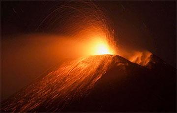 Видеофакт: На Сицилии извергается вулкан Этна
