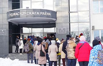 Политзаключенного Виктора Бабарико доставили на незаконный суд