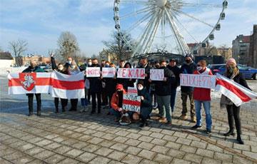 Белорусские диаспоры по всему миру провели акции, посвященные дню родного языка