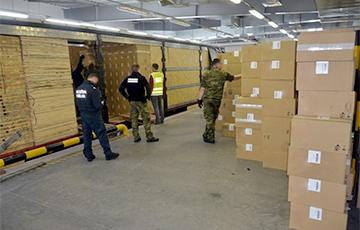 В Польше перехватили крупнейшую партию контрабандных сигарет из Беларуси