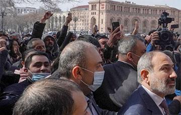 В Армении Совбез призвал президента уволить главу Генштаба0