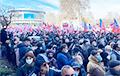 В Тбилиси тысячи людей требуют освободить лидера партии Саакашвили