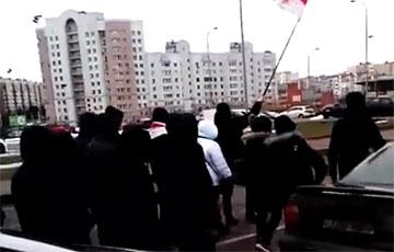 «Лукашенко в автозак, бабу Лиду в автозак!»