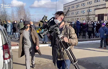 Belarusians Arranged a Corridor of Shame for Propagandists from the State Media