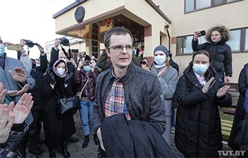 Как люди встречали Артема Сорокина после оглашения приговора