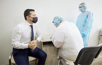 Зеленский привился от коронавируса произведенной в Индии вакциной