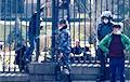 У парку парламента Арменіі заварылі браму перад апазіцыйным мітынгам