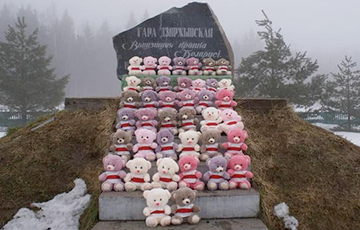 """Teddy Bear Landing Party"" Landed At Highest Point In Belarus"
