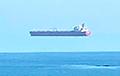 У побережья Британии заметили парящий в небе корабль