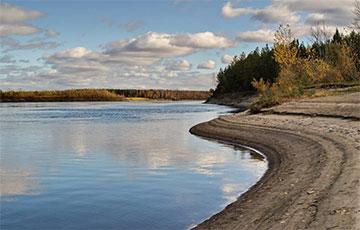 Прошли сутки, а река Обь в России все еще горит
