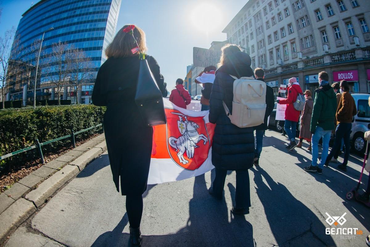 В Берлине прошла акция солидарности с белорусскими женщинами5