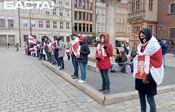 Белорусы провели яркую акцию солидарности во Вроцлаве