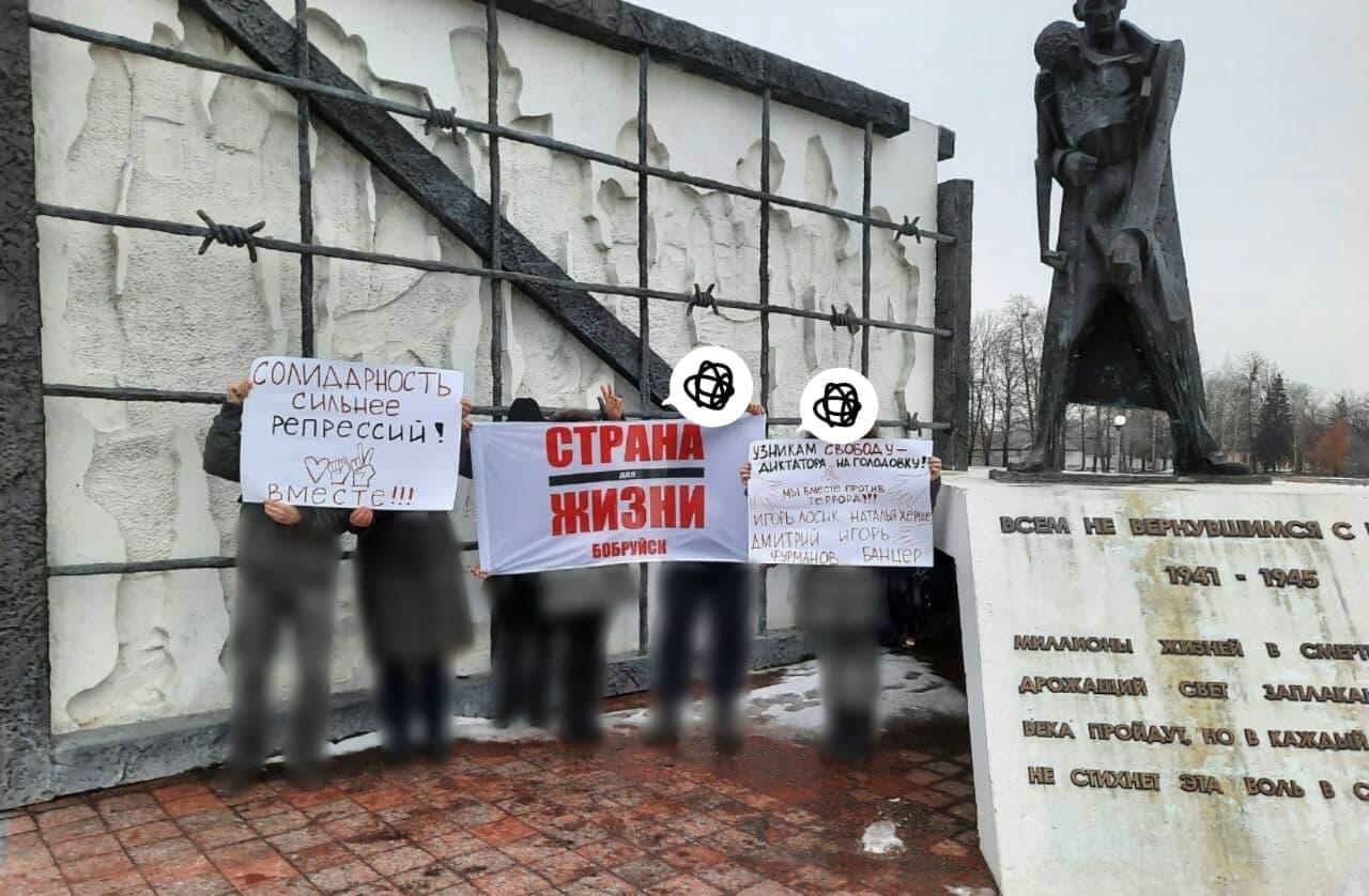 Белорусы вышли на вечерние акции солидарности9