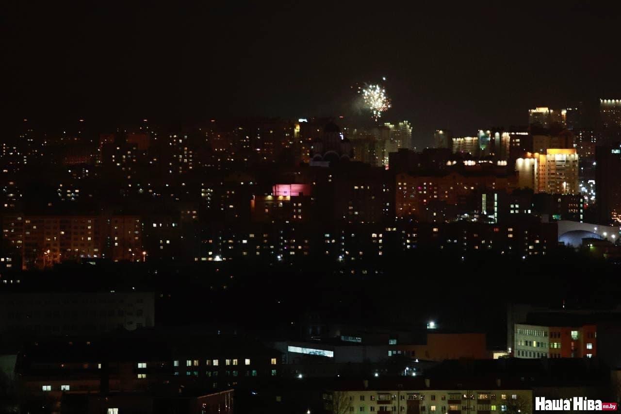 В Минске запускают салюты и фейерверки в честь Дня Воли6