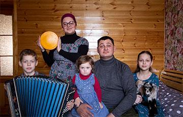 Как многодетная семья из Барановичей переехала в деревню и варит французские сыры